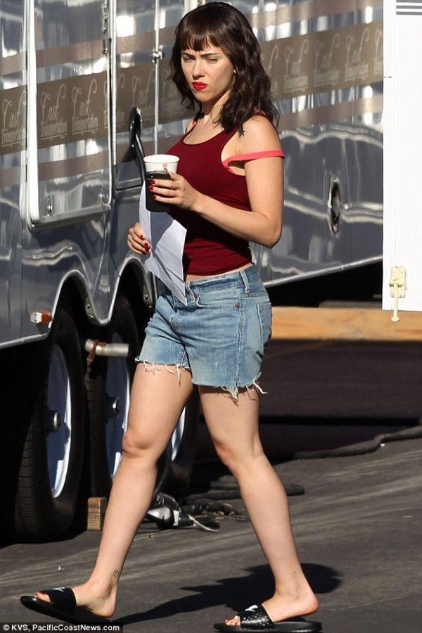 Scarlett Johansson became a brunette